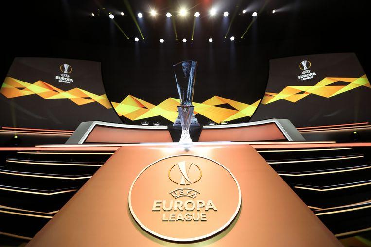 Het podium waar de loting van de Europa League plaatsvond. Beeld AFP