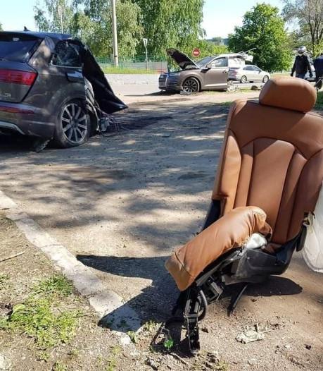 Audi Q7 breekt in twee stukken, bestuurder vlucht