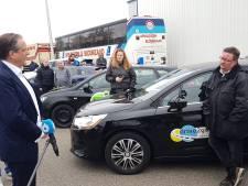 Boze rijschoolhouders voelen zich gehoord door Alexander Pechtold bij demonstratie in Deventer