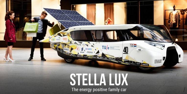 De 'gezinsauto' op zonne-energie uit Eindhoven: nog niet te koop in deze showroom, maar dat duurt wellicht niet lang meer. Beeld Solar Team Eindhoven