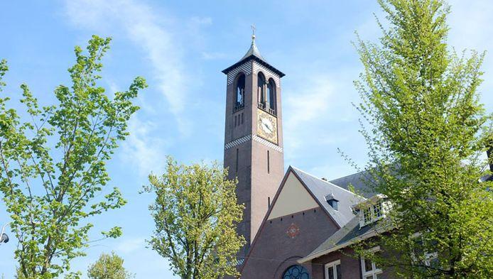 De zendmast is weggewerkt boven in de kerktoren