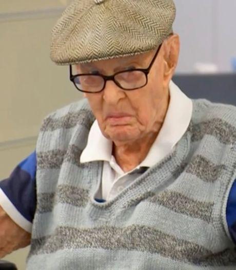 Oudste Australiër ooit (111) verklapt geheim van zijn hoge leeftijd: een delicatesse van pluimvee