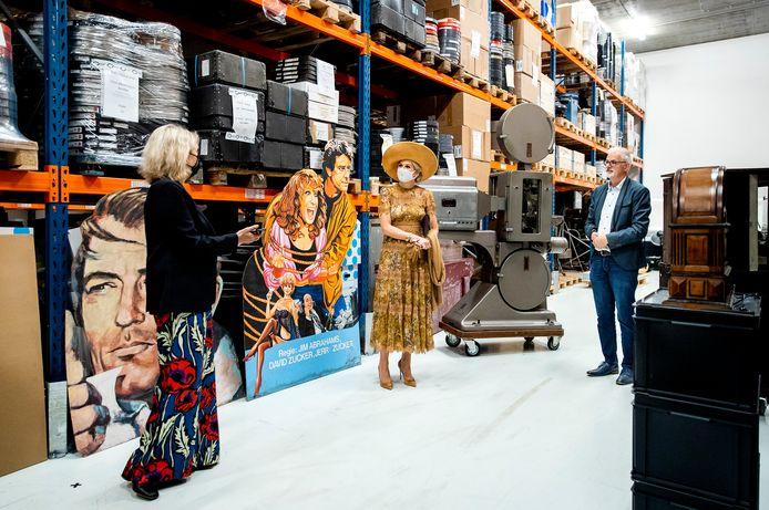 Koningin Maxima tijdens een werkbezoek aan het Collectiecentrum van Eye.
