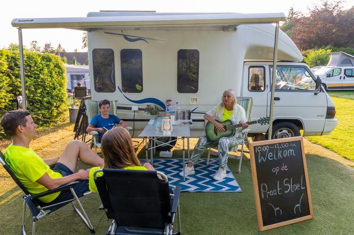 Alle campinggasten zijn welkom bij campingpastor Monique Veenstra. 'Er voor mensen zijn, dat is wat ik te geven heb.'