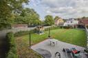 Bovendien heeft de woning een tuin met een betonnendek voor een tuinhuis waar alle nutsvoorzieningen zijn voorzien.