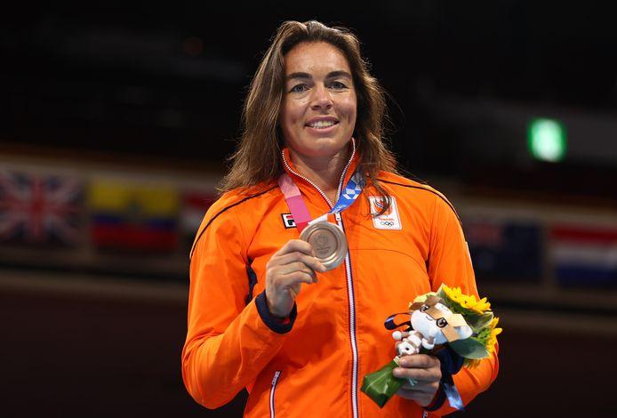 Nouchka Fontijn glundert met brons.