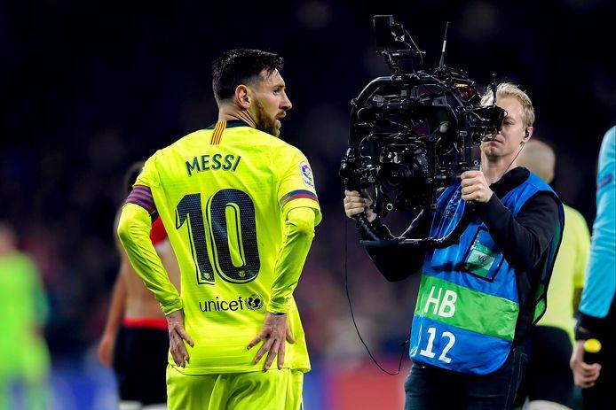 Vorig jaar speelde PSV in de Champions League tegen het grote FC Barcelona. Ben de Graaf (rechts) filmde Lionel Messi met zijn movi en camerasysteem van dichtbij.