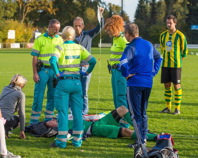 Nemelaer-doelman Kamile de Jong had zijn elleboog uit de kom en daardoor werd het duel gestaakt.