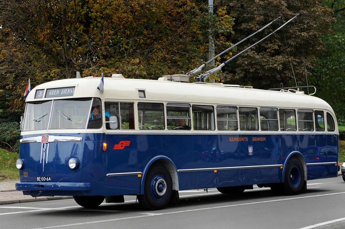 Arnhems oudste trolleybus, de '101', doet bij de gemeenteraadsverkiezingen op 21 maart dienst als mobiel stemlokaal.