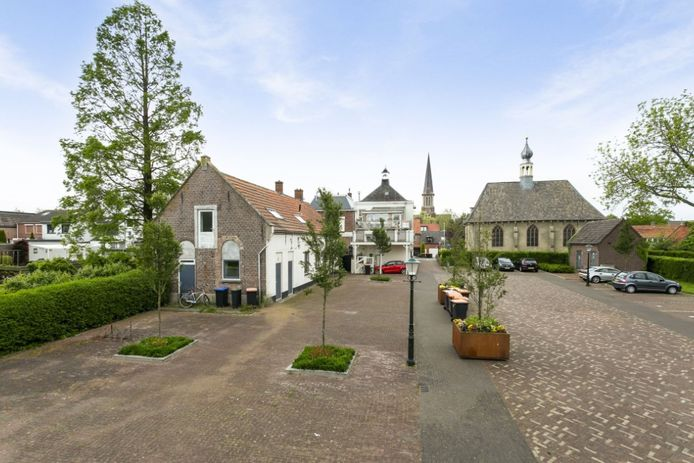 Voor 169.000 euro staat dit huis in Nieuw-Vossemeer te koop.