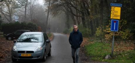 800 auto's van campinggasten door je straat, dat wordt bewoners in Maarn al te gortig