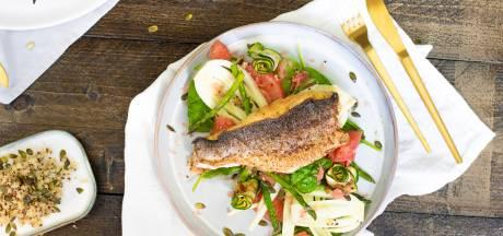 Wat Eten We Vandaag: Venkel-grapefruitsalade met gebakken zeebaars