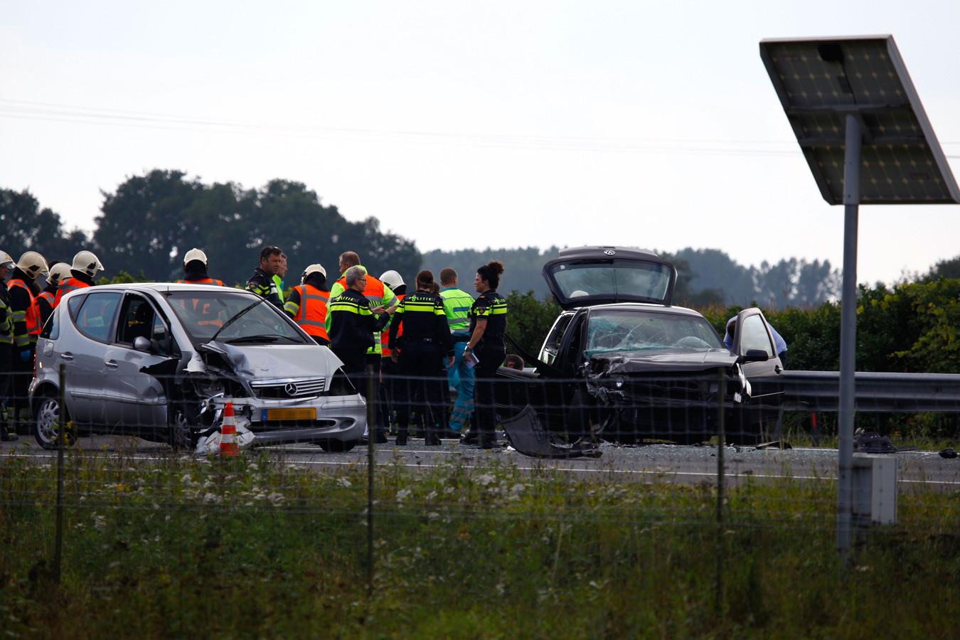 Hulpdiensten op de A73 na het ongeval.