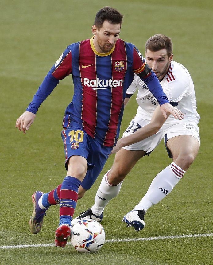Lionel Messi afgelopen zondag in actie tegen Osasuna.