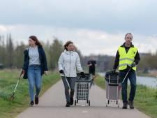 Michael (52), Mariëlle (54) en Edmea (18) strijden vrijwillig tegen zwerfafval: 'Dweilen met de kraan open'