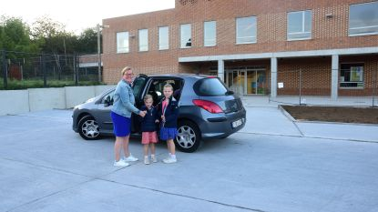 Basisschool De Oester neemt nieuwe parking in gebruik