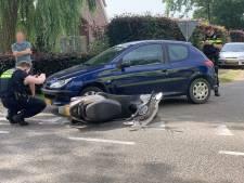 Scooterrijder gewond door botsing met auto in Gendringen