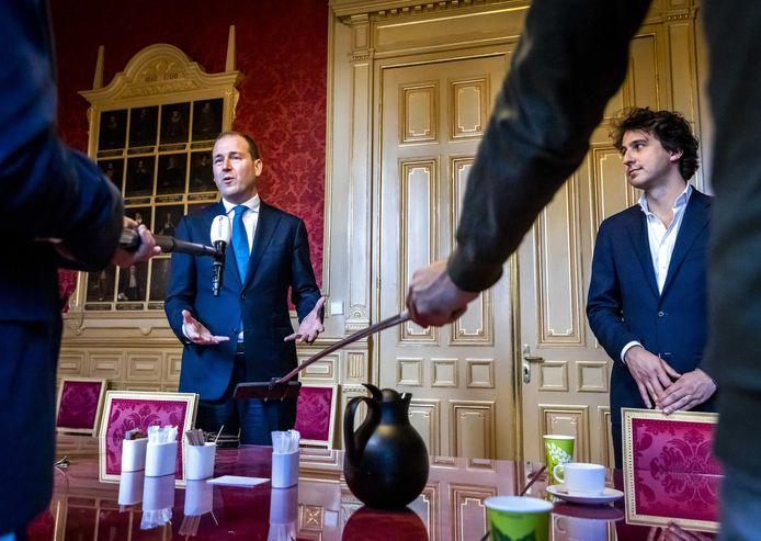 Asscher (PvdA, links) en Klaver (GroenLinks) hebben lang onderhandeld met het kabinet over een deal over de woonbegroting.