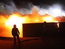 Uitslaande brand bij surfclub op Wassenaarse Slag: 'Door de harde wind greep vuur snel om zich heen'