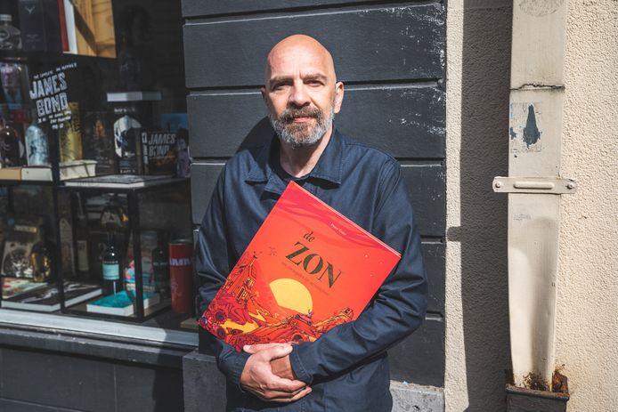 Peter Goes met zijn boek 'De Zon'