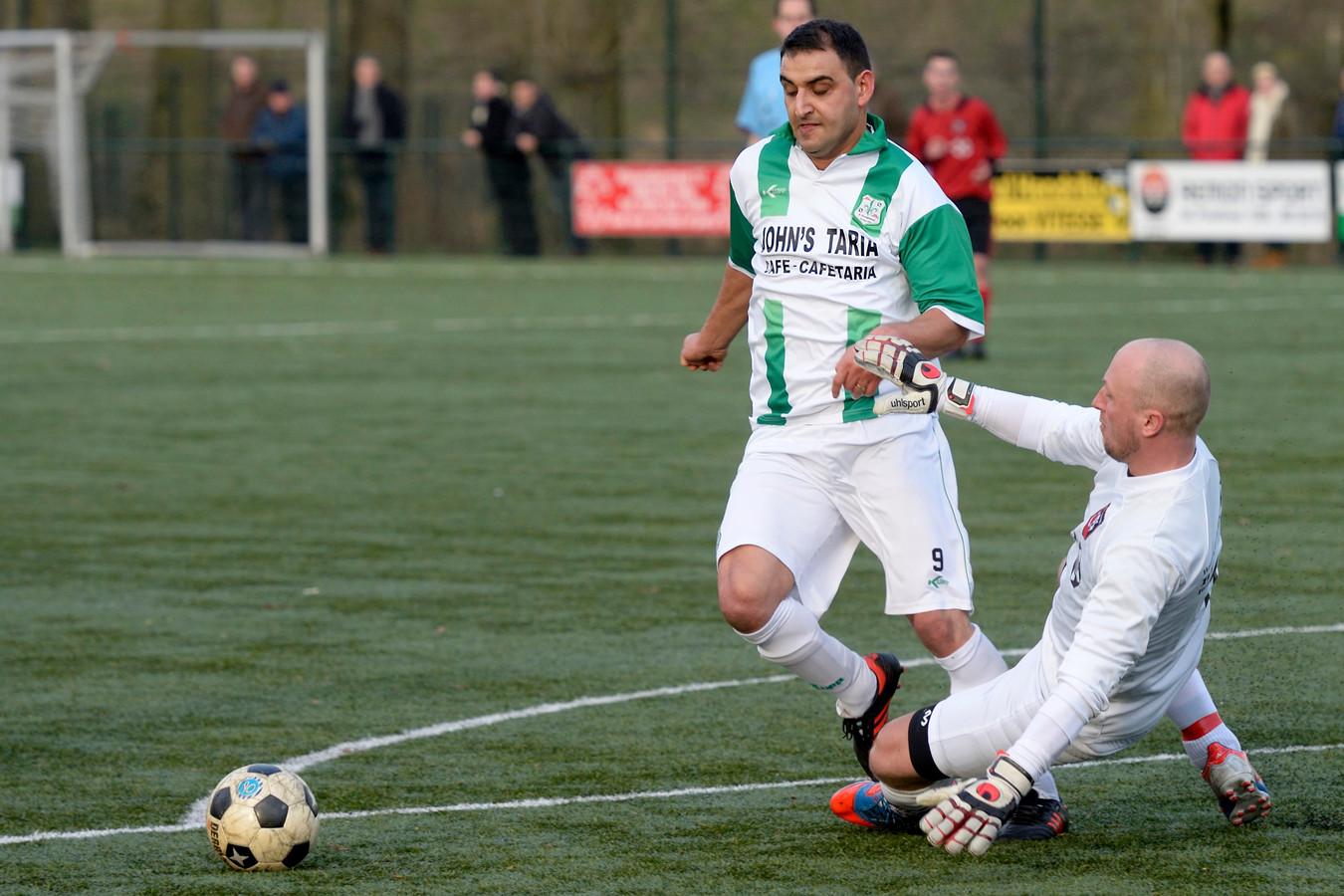 Esen Gürbüz in actie voor FC Presikhaaf.