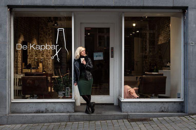 Lisa Pignoloni van De Kapbar in Leuven: naast kapper ook een beetje vertrouwenspersoon. Beeld Maeckelberghe Wouter