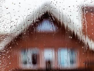 Zwaarbewolkt en regen met later vandaag kans op opklaringen, na het weekend tot 21 graden