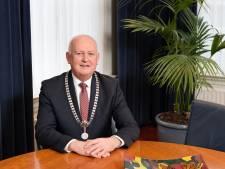 Deurnese burgemeester Hilko Mak  thuis vanwege corona