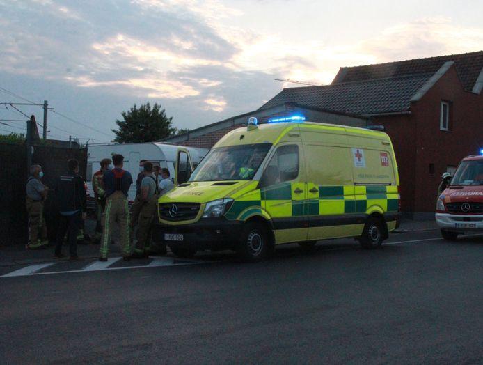 Man sterft onder bestelwagen in Pittem