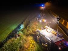 Auto belandt in sloot N50 tussen Kampen en Zwolle, zoekactie naar bestuurder