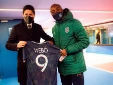 PSG geeft als steunbetuiging gesigneerd shirt mee aan Webó