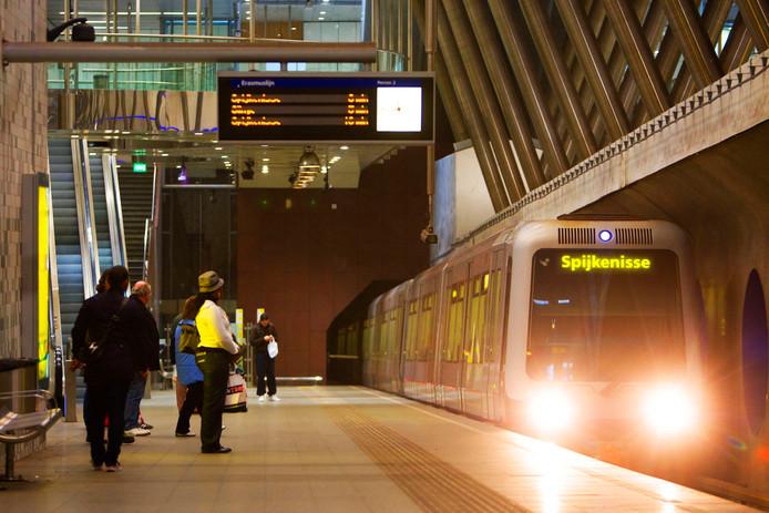 Bewoners van Voorne Putten moeten met de metro veel sneller een intercity-station kunnen bereiken, als het aan gemeente Rotterdam ligt.