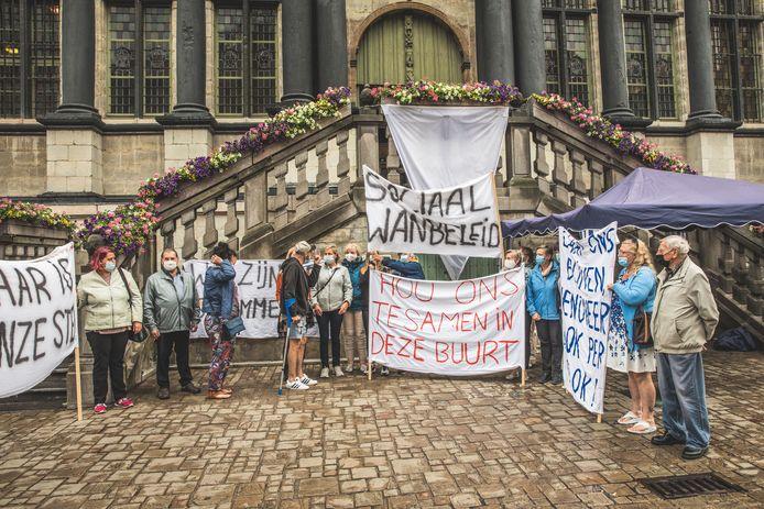 Er werd eerder al betoogd tegen de sloop van de Bernadettewijk voor het stadhuis, dinsdag mag er 'officieel' geprotesteerd worden tijdens de gemeenteraad.
