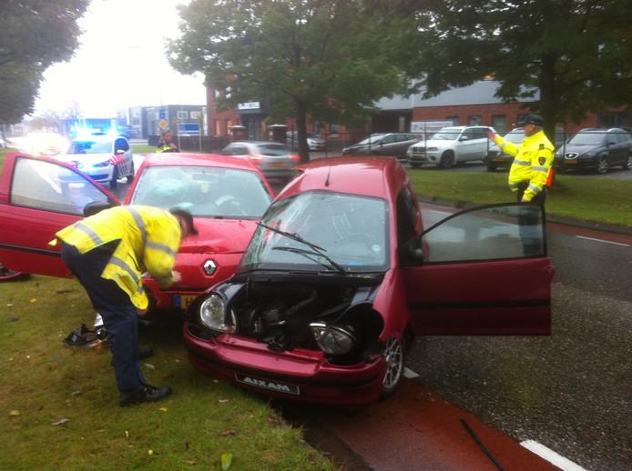 Een brommobiel en een Renault Twingo zijn op elkaar gebotst