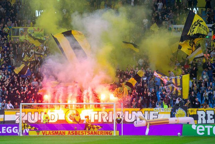 Vuurwerk in GelreDome tijdens de wedstrijd van Vitesse tegen Fortuna Sittard afgelopen zondag, foto ter illustratie.