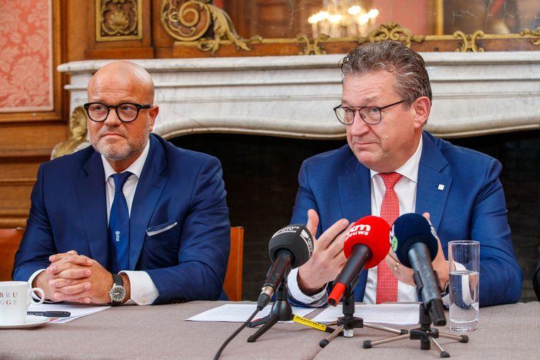 Club-voorzitter Bart Verhaeghe en Brugs burgemeester Dirk De fauw stellen hun stadionplannen voor. Beeld BELGA