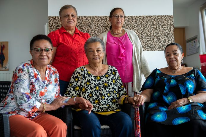 Marie-Jose Loshi, Simone Ngalula, Noelle Verbeken, Monique Bitu Bingi en Lea Tavares Mujinga in juni vorig jaar.