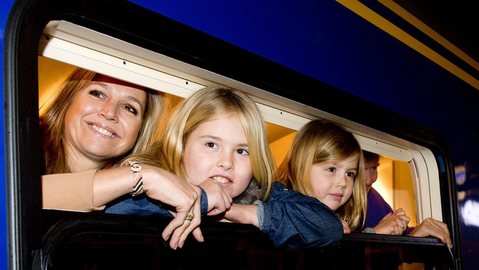 prinses Maxima en dochters Amalia (midden) en Ariane.