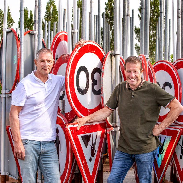 Nieuw Vennep- ceo's  Ron (l) en Frank Griekspoor, namen als tweede generatie het stokje over van opa Joop.  Beeld Raymond Rutting