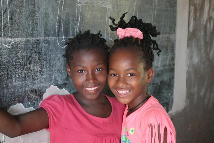 Met het geld worden scholen in Guinee-Bissau geholpen.