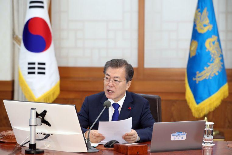 De Zuid-Koreaanse president Moon Jae-in tijdens de eerste kabinetsbijeenkomst van het jaar in het Blauwe Huis in Seoul.
