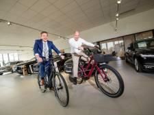 Volvo-dealer Nieuwenhuijse stapt in de wereld van elektrische fiets: Auto's en e-bikes naast elkaar in showroom