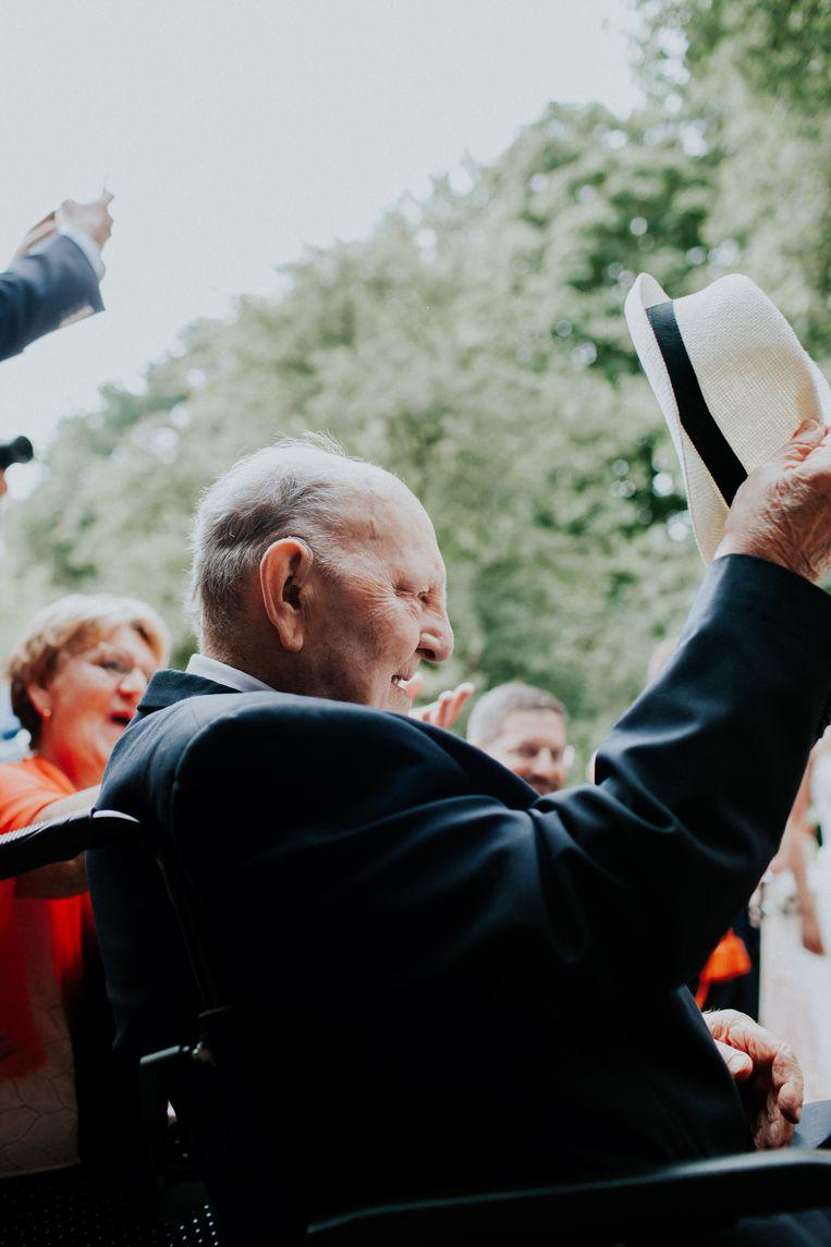 Piet van der Loos op de bruiloft van zijn kleindochter. Beeld Familiearchief
