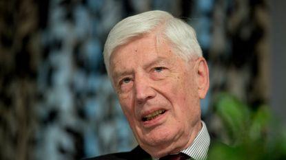 Nederlandse oud-premier Van Agt heeft op zijn 86e zijn eerste joint ooit in zijn mond
