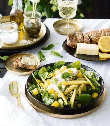 Wat Eten We Vandaag: Pasta pestosalade met mango en spinazie
