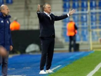 """John van den Brom had stevig gesprek met spelers na Europese klap: """"Ik schrok van de gelatenheid"""""""