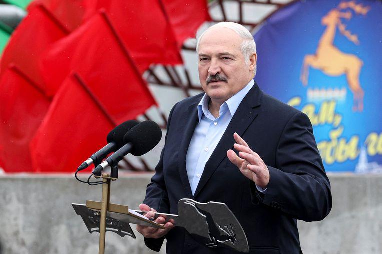 De Wit-Russische dictator Aleksandr Loekasjenko geeft een speech. Beeld AP