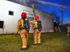 Brand op dak van timmerfabriek in Soerendonk, schade lijkt mee te vallen