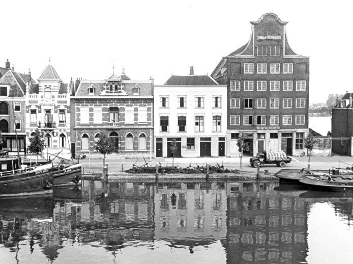 Het verwaarloosde Stokholm torent hoog boven alle gebouwen uit (1951)