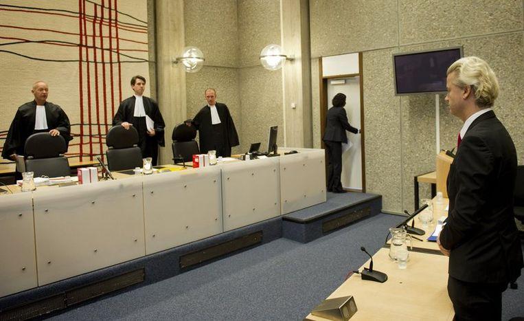 Wilders arriveert in de rechtbank. Beeld
